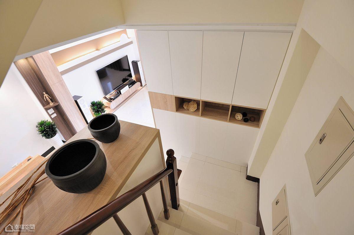 简约风格别墅简洁楼梯设计图
