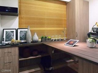 简约风格公寓舒适书桌图片