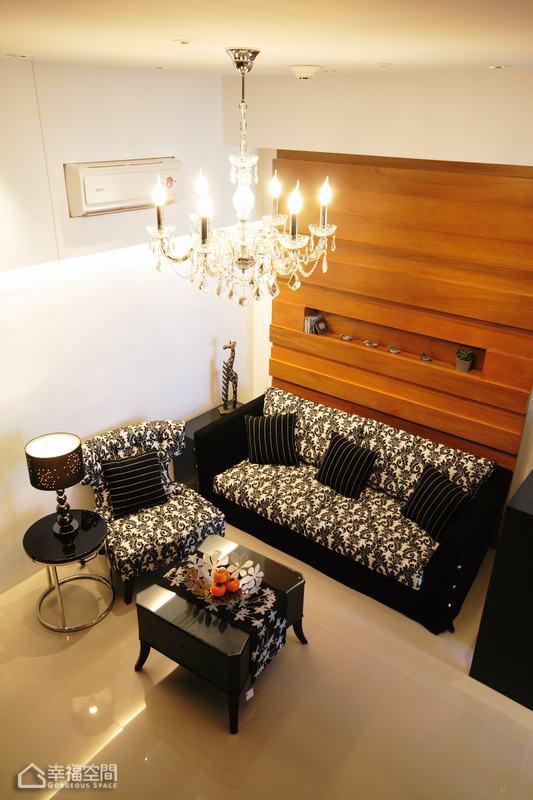 简约风格挑高户型豪华沙发背景墙设计图