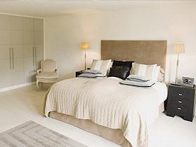 简单的线条衬托简约卧室的风格