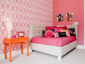装点出艺术气息 21款装饰画卧室背景墙图片