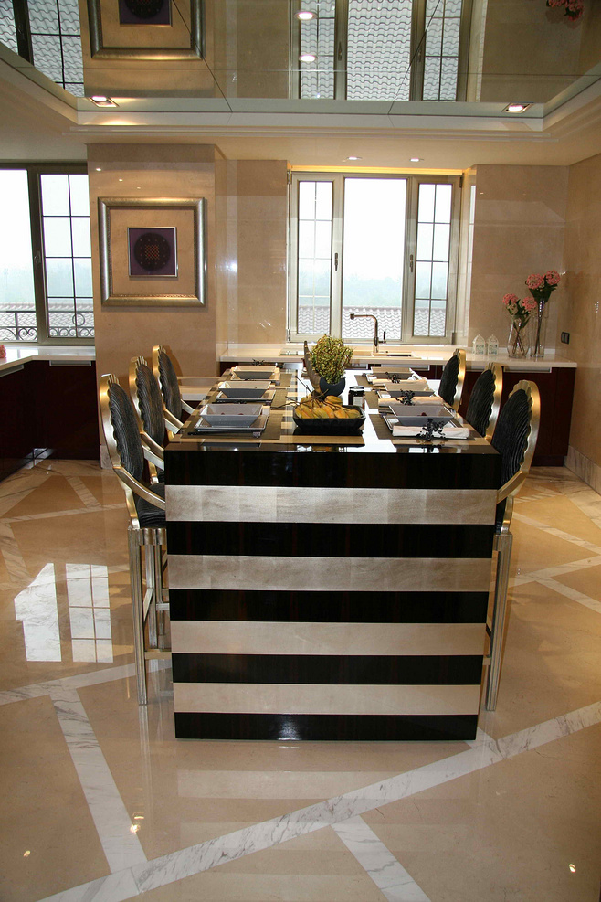 美式风格时尚黑白餐桌图片