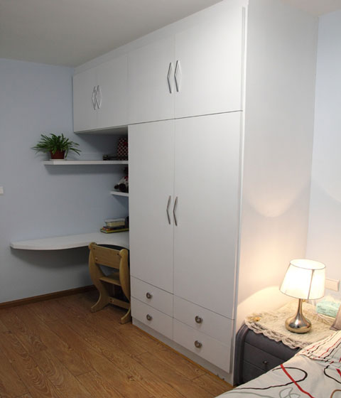 简约风格白色衣柜安装图