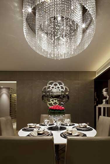 现代简约风格大户型温馨餐桌效果图