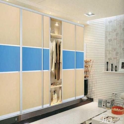 卧室衣柜内部设计效果图二:淡蓝色的优雅与纯净,在白色的房间里,