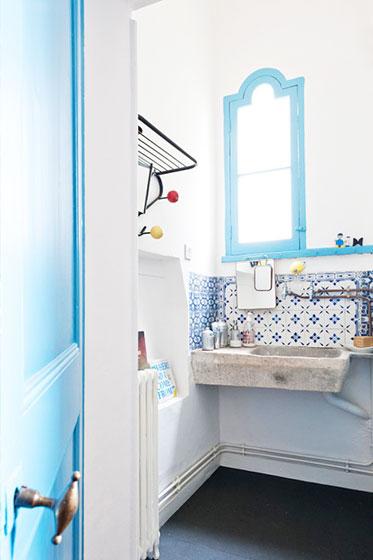 蓝色卫浴间瓷砖瓷砖效果图