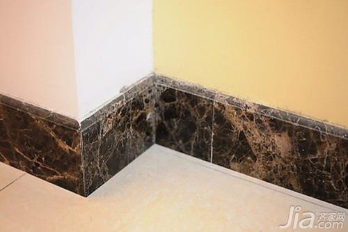 4,瓷砖或石材踢脚线 这类踢脚线材质比较耐用,但一般适合于墙面也
