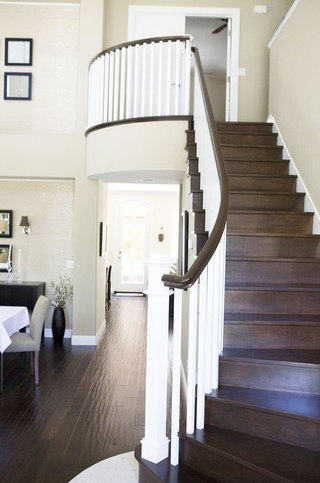 美式风格黑白楼梯设计图