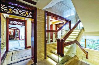 美式风格黄色楼梯装修效果图
