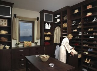 实木色衣柜效果图