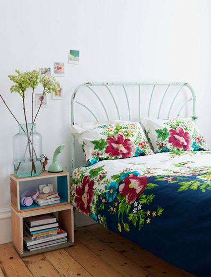 开放式原木床头柜图片