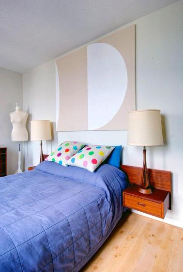 悬空实木床头柜图片