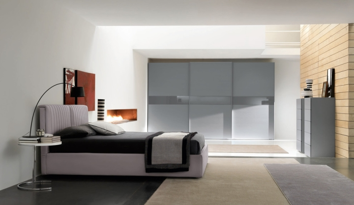 灰色玻璃门衣柜设计