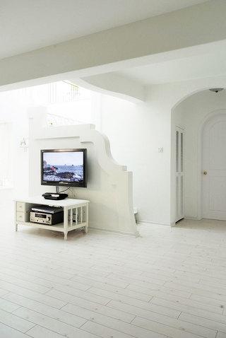 家居空间巧布置 13张电视墙隔断设计图5/13