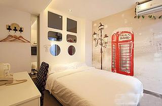 时尚简约卧室手绘墙效果图
