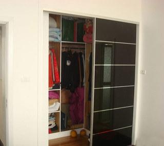 黑色玻璃门移门衣柜效果图