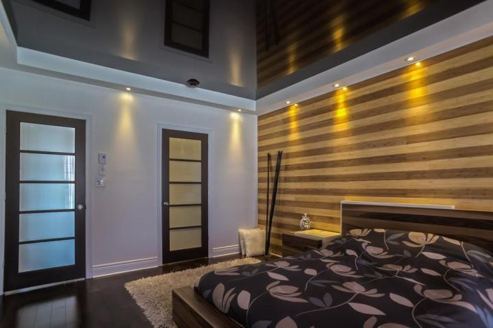 现代镜面卧室吊顶效果图