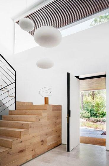 原木色楼梯装修效果图
