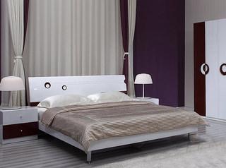 白色紫色卡其色卧室效果图