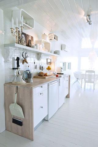 白色小厨房效果图