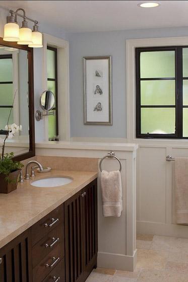美式蓝色白色卫生间效果图