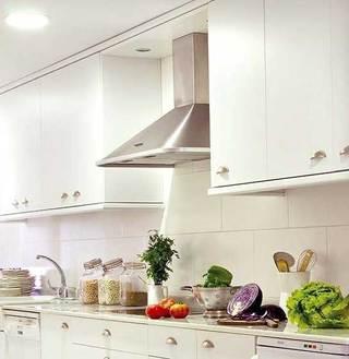 白色收纳型厨房设计效果图
