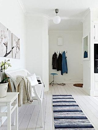 白色进门玄关设计