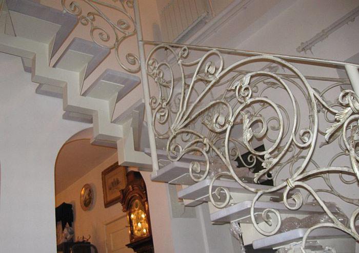 雕花楼梯扶手图片