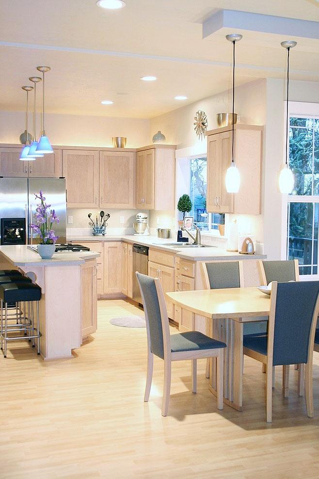 欧式风格的家居设计,大多以尊贵典雅范儿居多。本次小编向大家推荐的欧式厨房吊顶效果图,就集奢华与唯美于一身,你喜欢哪一款呢?