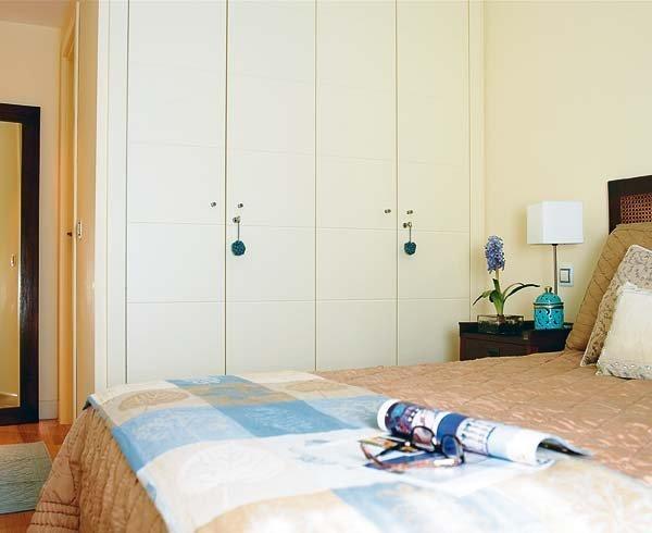 白色卧室衣柜设计