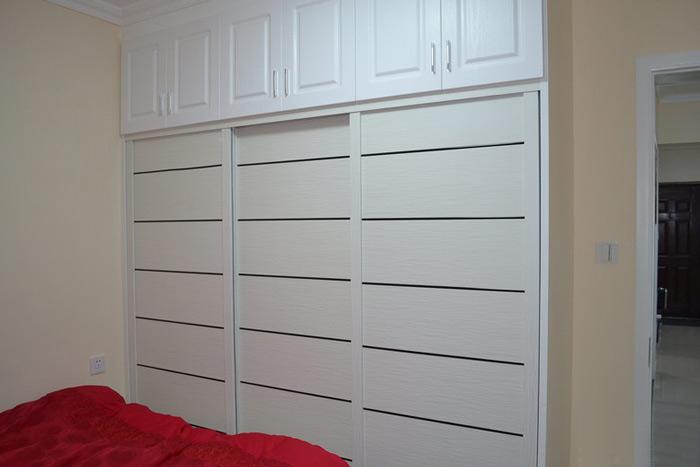白色整体衣柜移门衣柜效果图