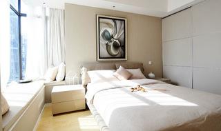 白色简约卧室移门衣柜图片