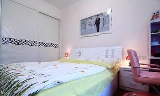 简约白色卧室移门衣柜效果图