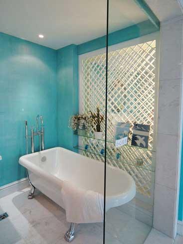 白色简约浴缸效果图