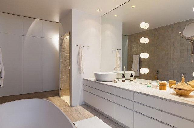 白色复古现代卫生间设计效果图