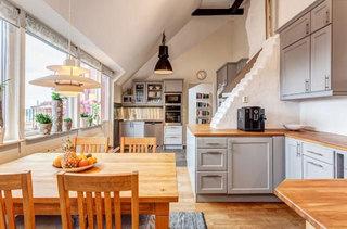 暖色调温馨原木餐厅设计效果图