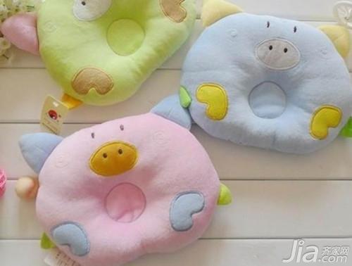 枕头多大枕枕头核桃睡婴儿好_家居知铁婴儿苗图片