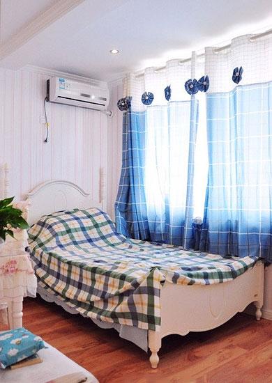 卧室蓝色纱幔窗帘