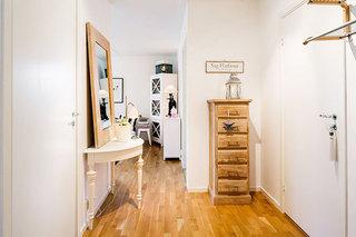 温馨木质清新玄关设计