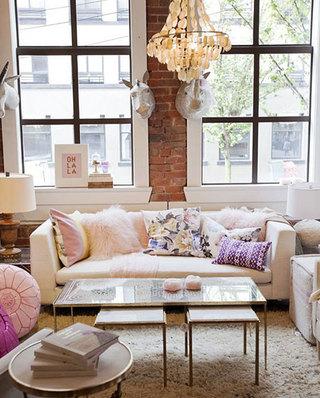 超酷的客厅裸砖背景墙