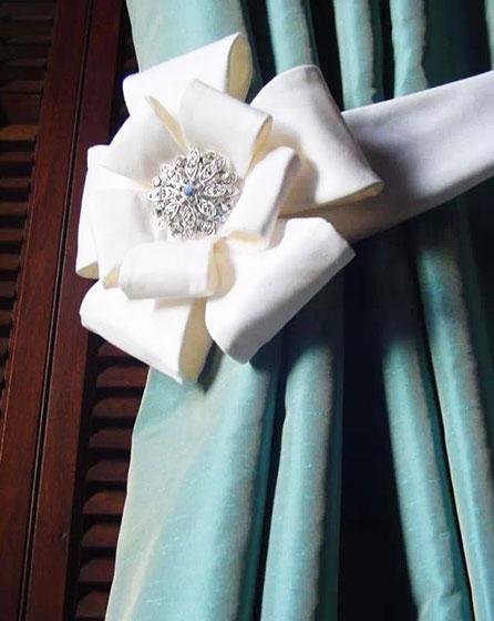 白色窗帘扣