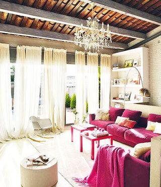 客厅红色沙发