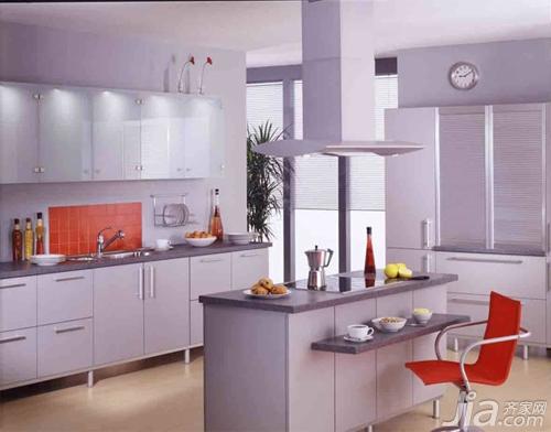 厨房内设置电冰箱时应设专用插座