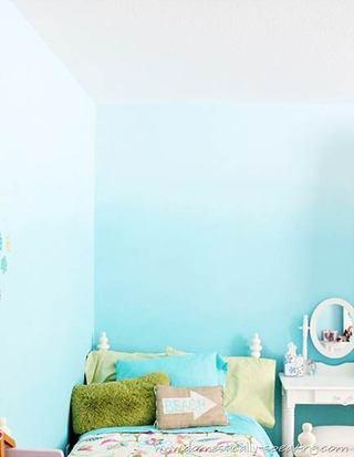 粉蓝色渐变卧室墙面