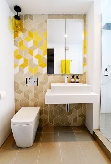 黄色系卫生间背景墙