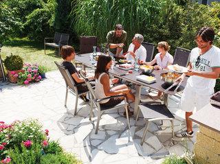 实用室外餐桌椅