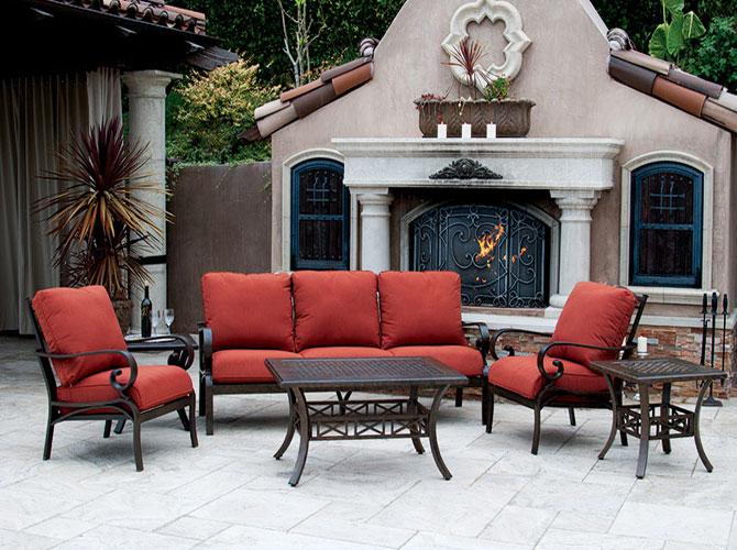 深红色组合家具