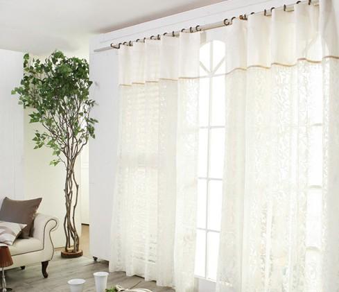 定位:画线定位的准确性关系到窗帘安装的成败,首先测量好固定孔距,与