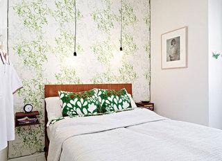 繁花盛放的北欧卧室壁纸