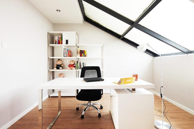 现代简约跃层装修书房设计